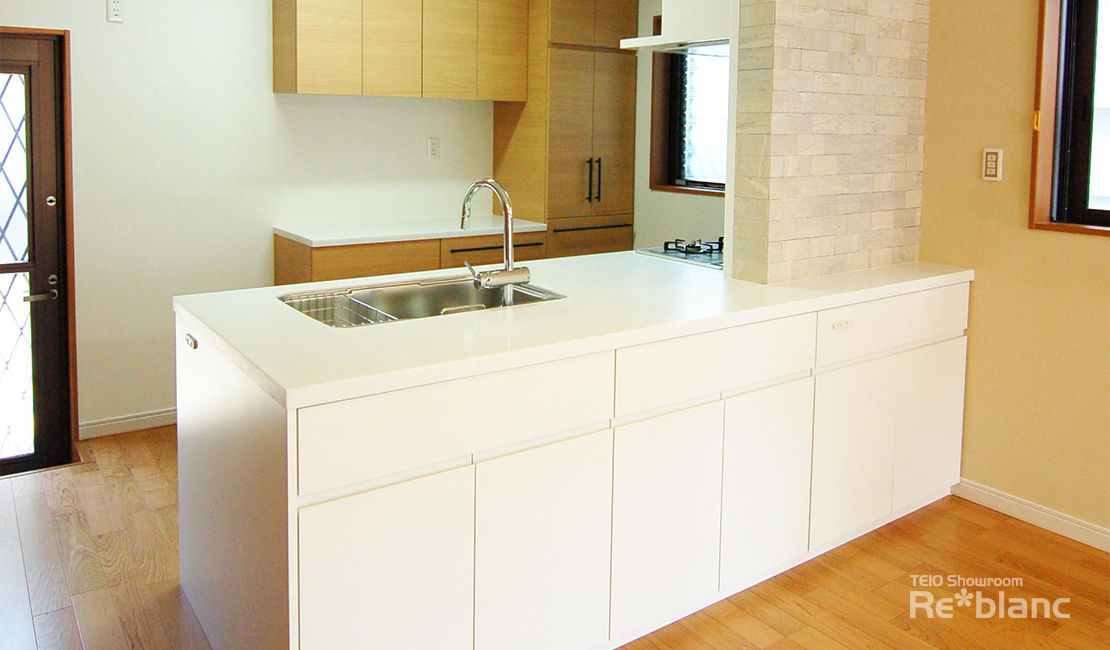 http://www.reblanc.com/case/storage-ordermade-kitchen/001217.html