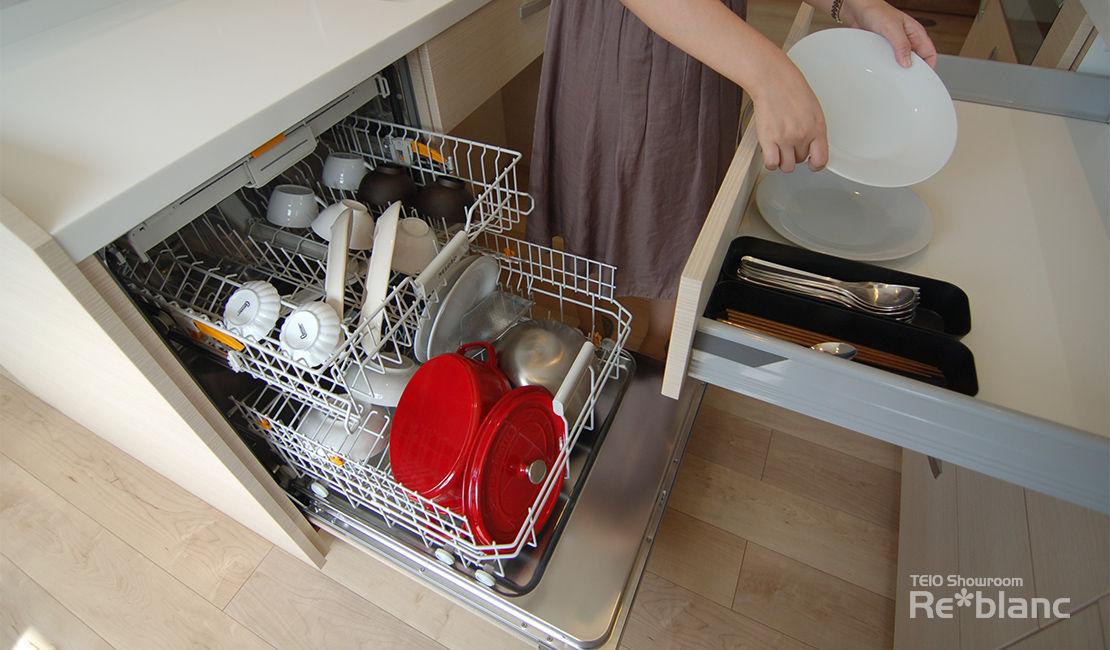 https://www.reblanc.com/case/storage-ordermade-kitchen/001222.html