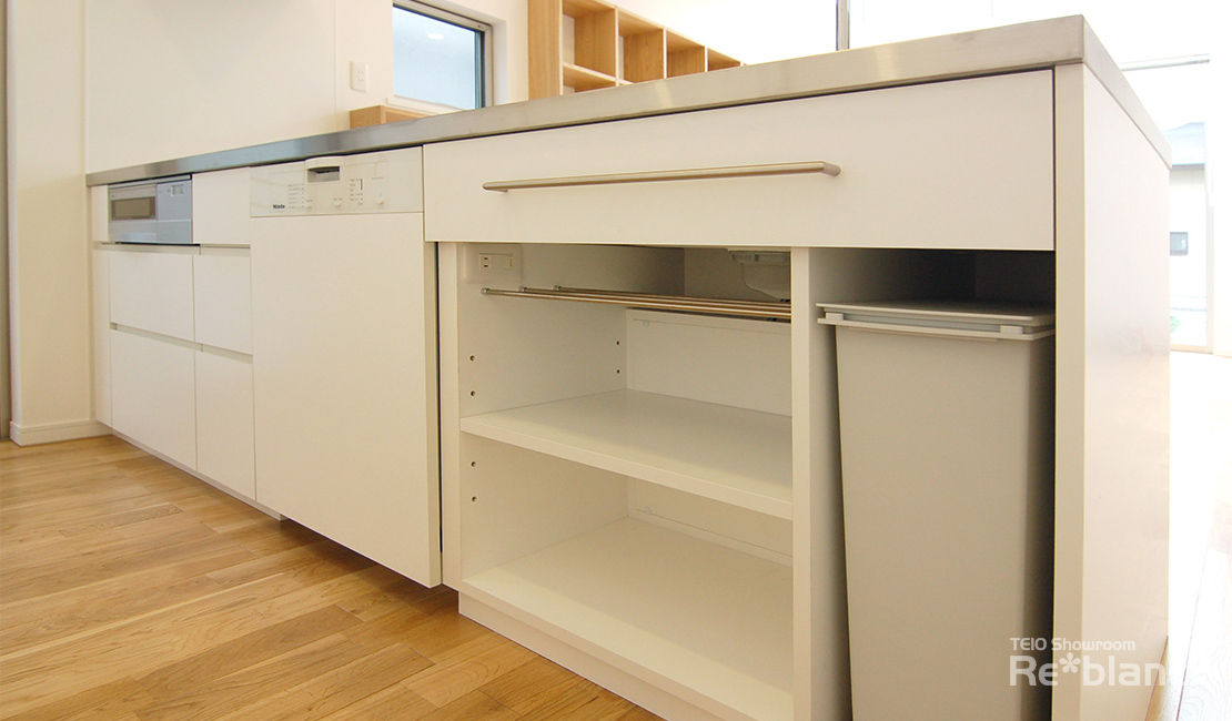 http://www.reblanc.com/case/storage-ordermade-kitchen/001244.html