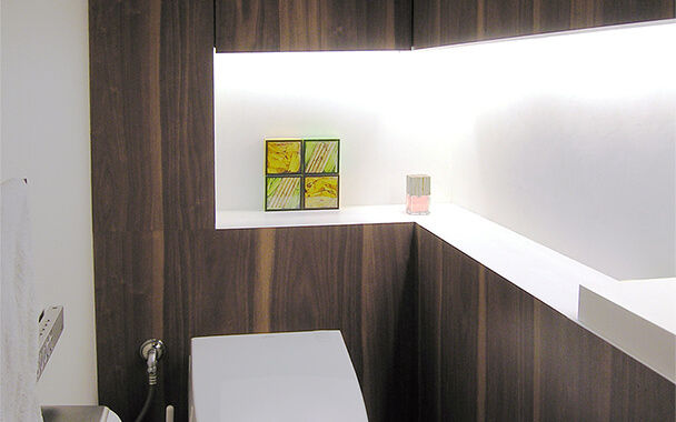 http://www.reblanc.com/case/lavatory/001207.html